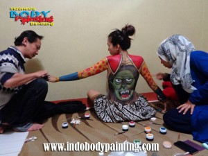 Training Indo body painting Action 2