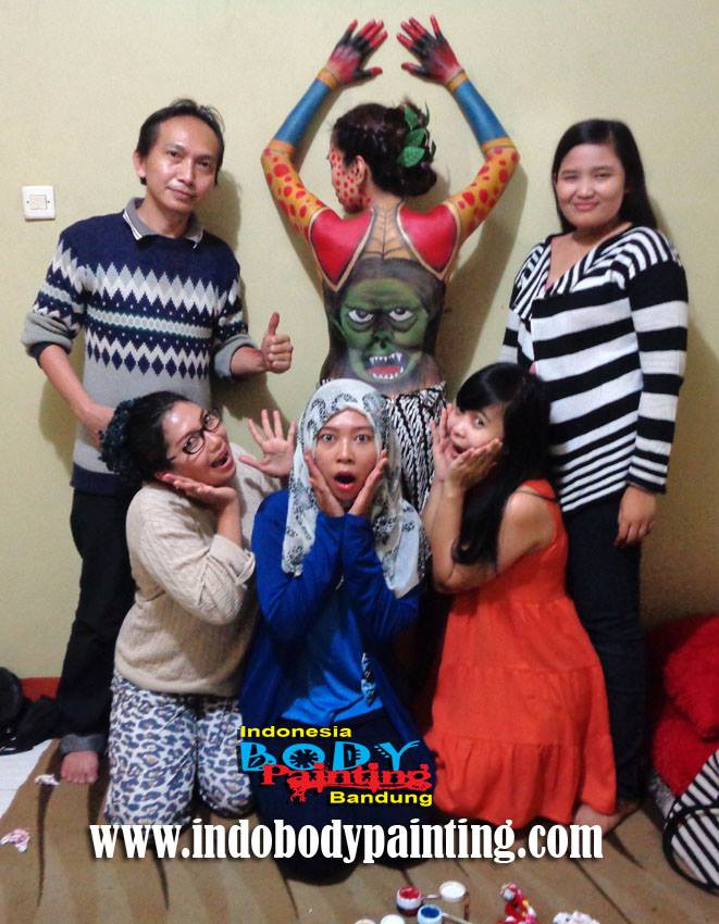 Training Indo body painting Team