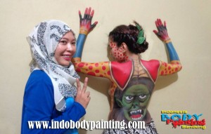 Training Indo body painting with Artist Fufu